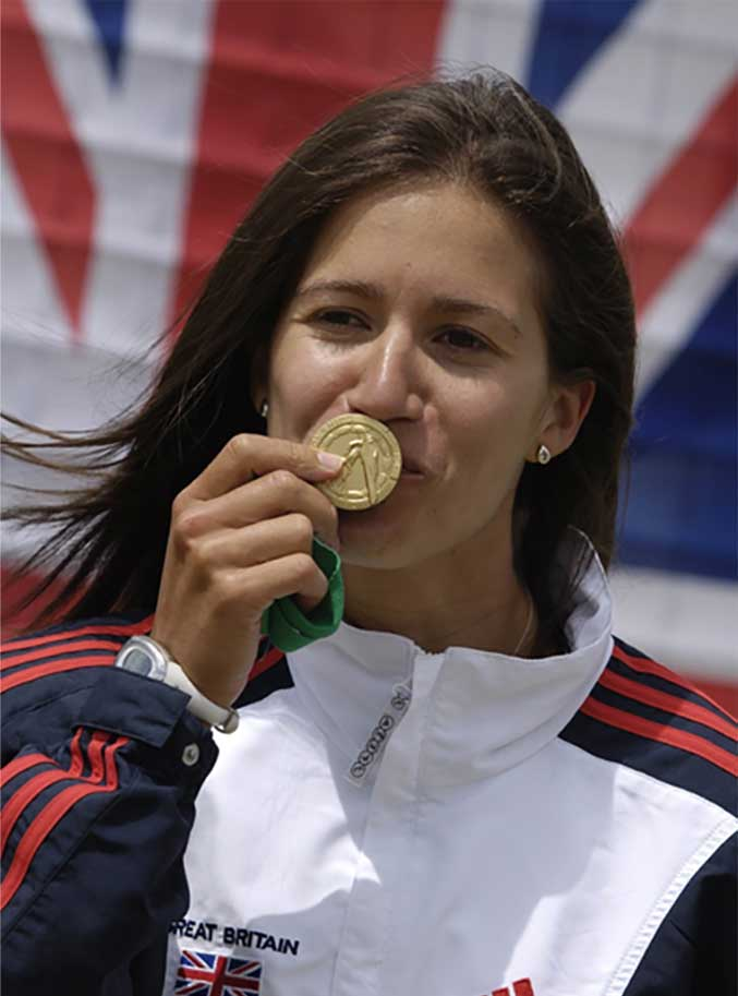 Anna kissing olympic medal